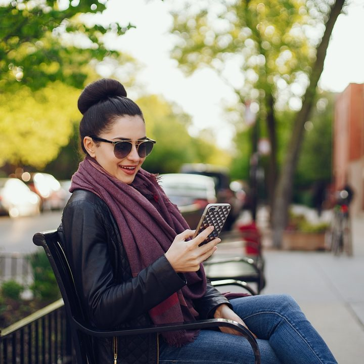 beautiful-young-girl-with-phone-3W6JPKY